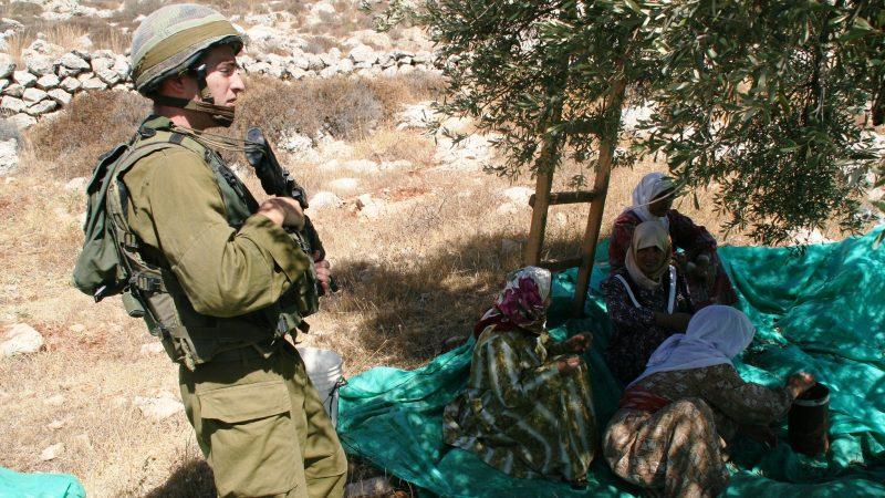 Izraelski żołnierz na Terytoriach Okupowanych, źródło: Flickr, fot. Michael Loadenthal (CC BY-NC-SA 2.0)