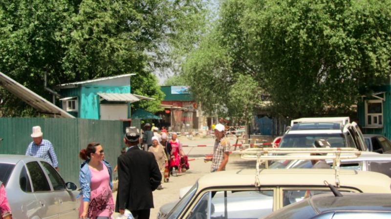 Jedno z przejść granicznych między Kirgistanem a Tadżykistanem, źródło: Wikipedia, fot. Nataev (CC BY-SA 3.0)