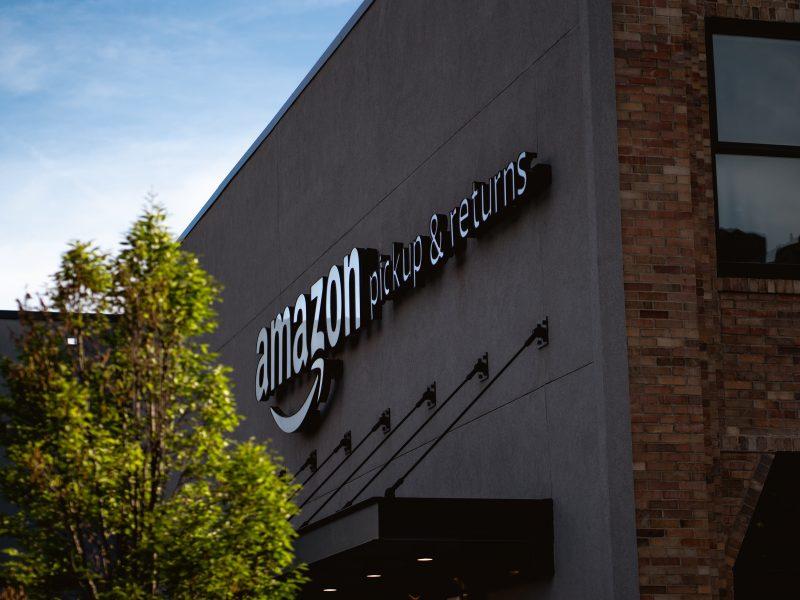 Amazon nie zapłacił w Europie za 2020 r. ani eurocenta podatku CIT (Photo by Bryan Angelo on Unsplash)
