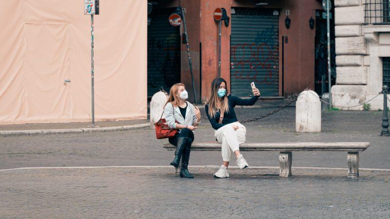 Wprowadzenie certyfikatów covidowych ma umożliwić ponowne podróżowanie po Europie (Photo by Gabriella Clare Marino on Unsplash)