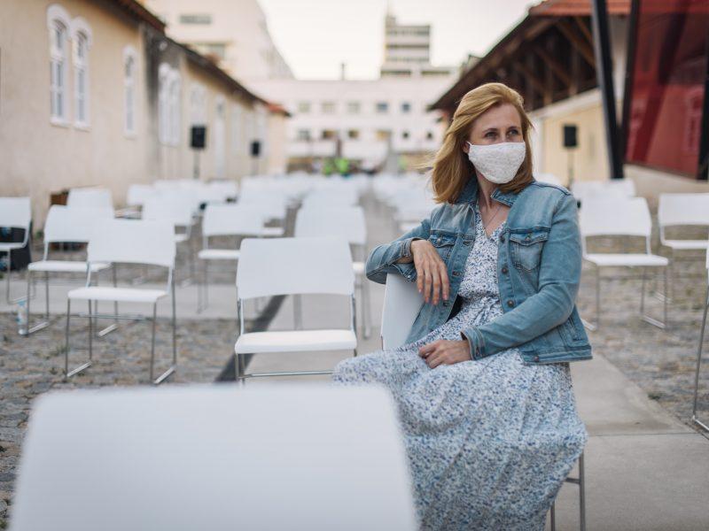 W Anglii jest coraz więcej osób zakażonych indyjskim wariantem koronawirusa (Photo by Maksym Kaharlytskyi on Unsplash)