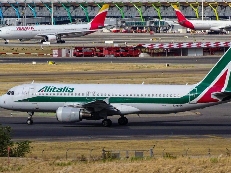 Włoska linia lotnicza Alitalia odrodzi się, ale zapewne pod nową nazwą (Photo by Miguel Ángel Sanz on Unsplash)