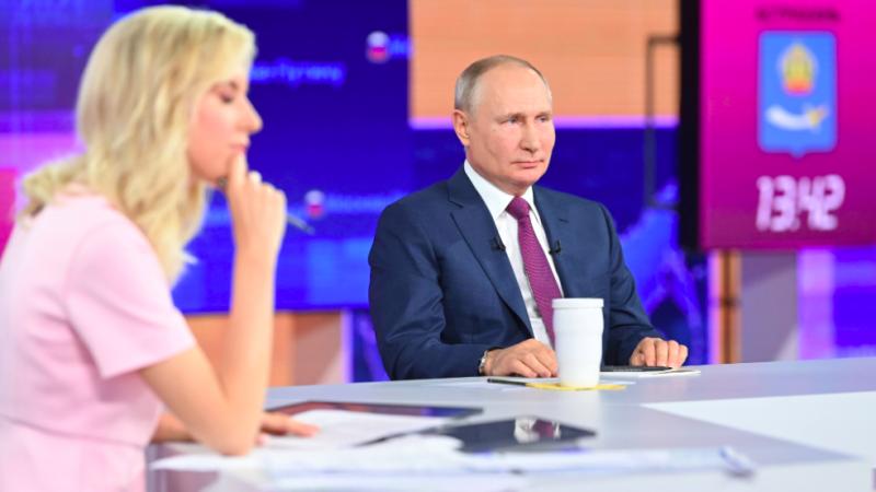 Władimir Putin podczas telekonferencji, źródło: Twitter/Президент России (@KremlinRussia)