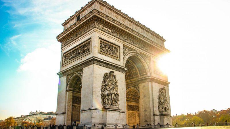 francja-christo-paryż-sztuka-land-art-łuk-triumfalny-hidalgo