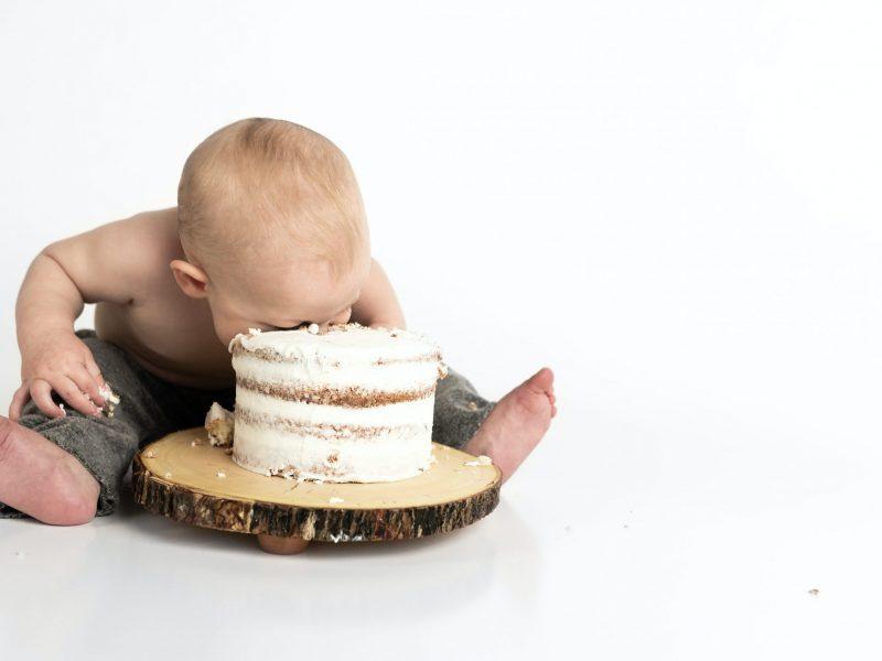 Brytyjski rząd chce zakazu reklam niezdrowej żywności, w tym słodyczy, w dzień, aby walczyćz otyłością u dzieci (Photo by Henley Design Studio on Unsplash)