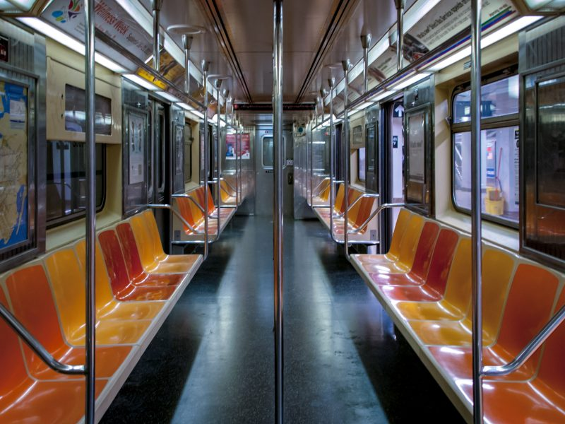 Nowojorskie metro było celem kwietniowego ataku hakerskiego (Photo by Kit Suman on Unsplash)
