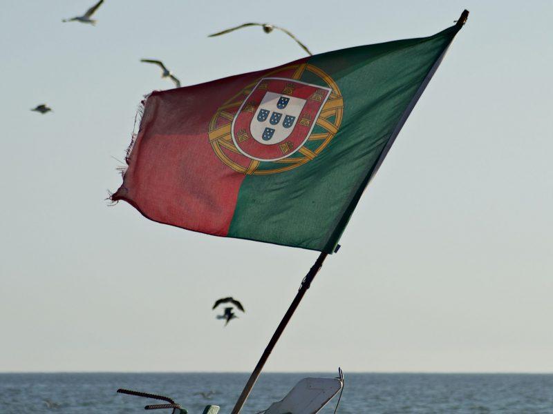 W Portugalii znów przybywa zakażeń koronawirusem (Photo by Pedro Santos on Unsplash)