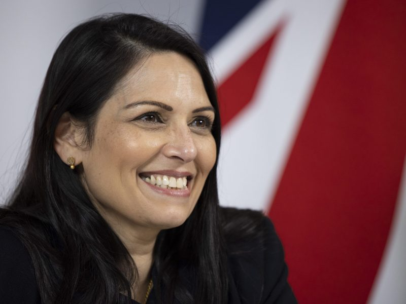Wielka Brytania, Priti Patel, prawo migracyjne, uchodźcy, Dania, ONZ