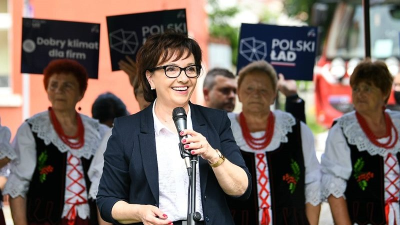 Marszałek Sejmu Elżbieta Witek w Otyniu, źródło Andrzej Hrechorowicz, twitter @elzbietawitek