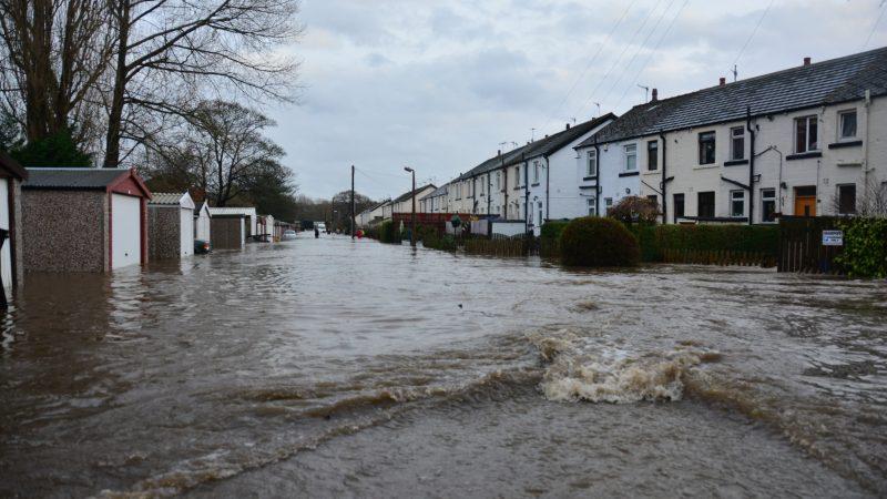 Gwałtowne zjawiska pogodowe zdarzająsięw Europie coraz częściej (Photo by Chris Gallagher on Unsplash)