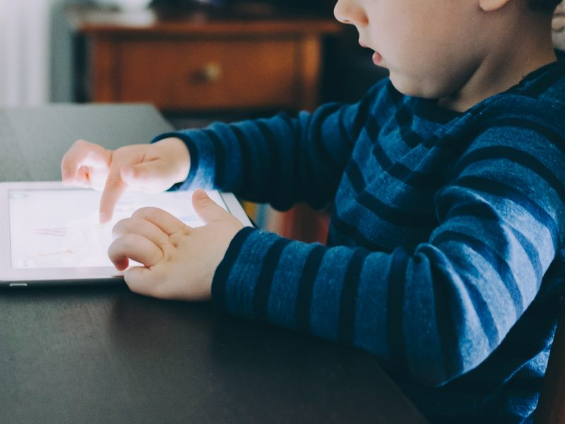 Nowe prawo UE pozwoli na lepsze wykrywanie pedofilii i wykorzystywania dzieci w sieci