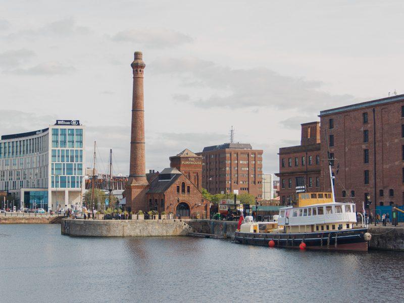 Portowe doki Liverpoolu są uważane za najcenniejsząhistorycznie część miasta (Photo by Laurie Byrne on Unsplash)
