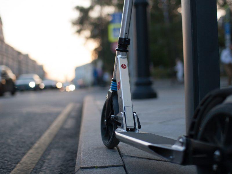 W Oslo zmniejszy sięliczba miejskich hulajnóg elektrycznych (Photo by Let's Kick on Unsplash)
