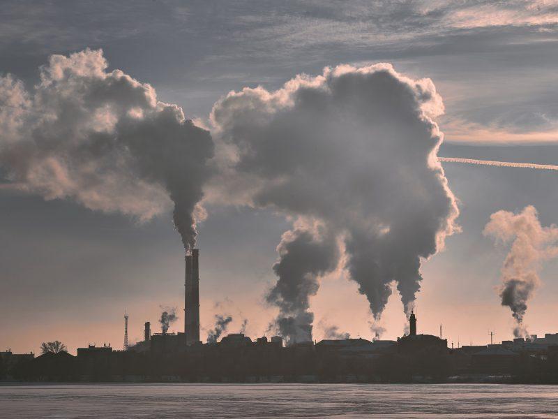 """ETO: """"Zanieczyszczający płaci"""" nie zawsze się sprawdza. Często to podatnicy muszą pokrywać koszty szkód środowiskowych"""