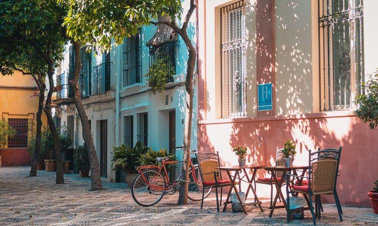 Hiszpania, turystyka, COVID, szczepienia, młodzi, urlop, wakacje, delta, 5 fala