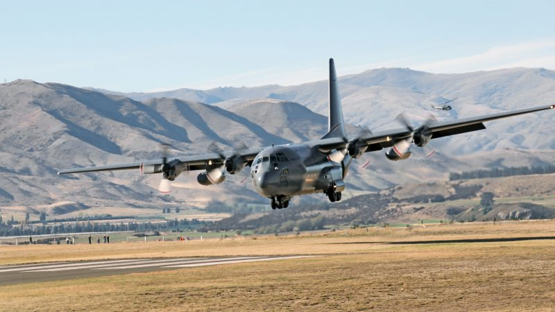 Amerykański średni samolot transportowy C-130 Hercules, źródło: Flickr, fot. Bernard Spragg.NZ (CC0 1.0)
