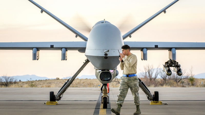 Amerykański bojowy dron MQ-9 Reaper, źródło: Flickr/Airman Magazine (U.S. Air Force photo by J.M. Eddins Jr.)/CC BY-NC 2.0