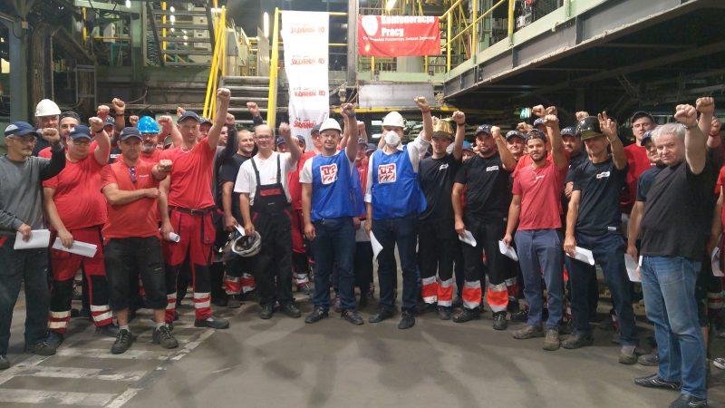 Pracownicy zakładu Paroc świętują swój sukces