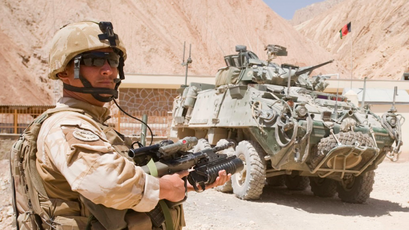 Na lotnisku w Kabulu wciąż sążołnierze m.in. z USA, Wielkiej Brytanii, Nowej Zelandii czy Polski, źródło: NZ Defence Force, fot. CPL Sam Shepherd (CC BY 3.0 NZ)