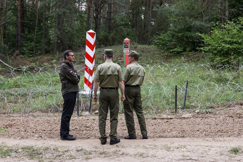 Premier Mateusz Morawiecki na polsko-białoruskiej granicy, źródło KPRM