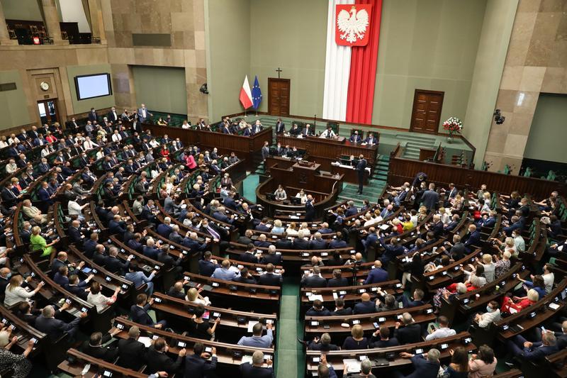 politycy-podwyżki-duda-morawiecki-polacy-parlament-pensje