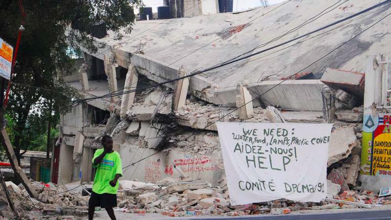 Skutki trzęsienia ziemi na Haiti (U.S. Navy photo by Mass Communication Specialist 2nd Class Michael C. Barton)