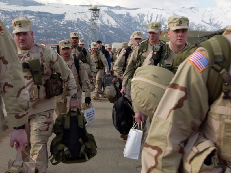 Trzy tysiące amerykańskich żołnierzy wyleci tymczasowo do Afganistanu, aby osłaniać ewakuacjędyplomatów (U.S. Air Force Photo by Staff Sgt. Bethann Capolaretti)