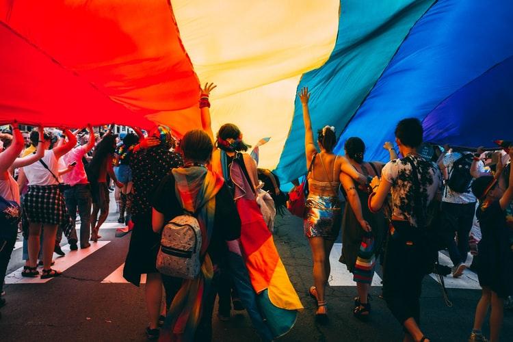 lgbt-fundusze-unijne-unia-europejska-małopolska-pis-KO-porozumienie-homofobia-polska-bruksela-react-eu