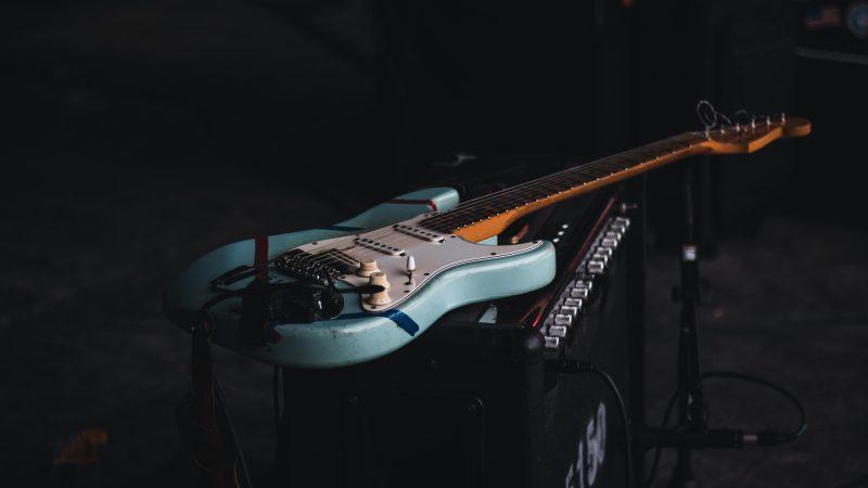 Brytyjscy muzycy od miesięcy apelowali o pobrexitowe porozumienie w sprawie działalności artystycznej (Photo by Simon Weisser on Unsplash)