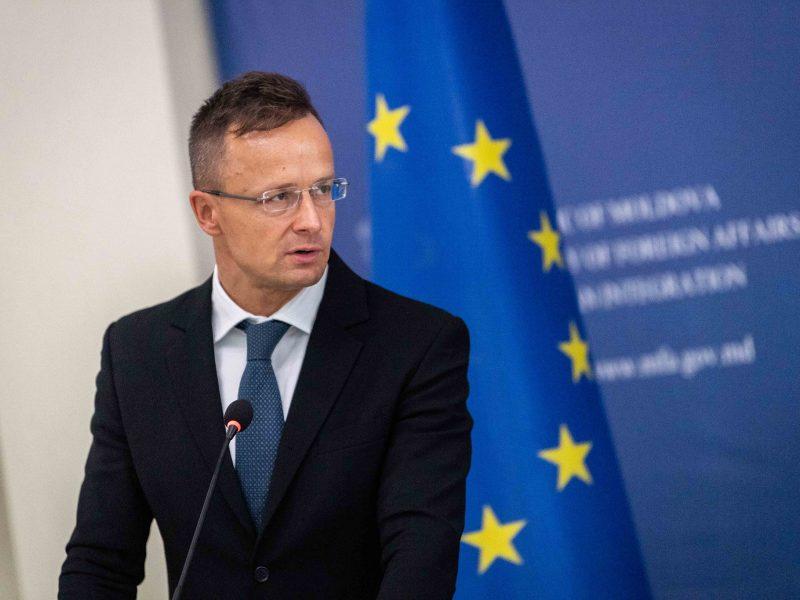 Péter Szijjártó, Węgry