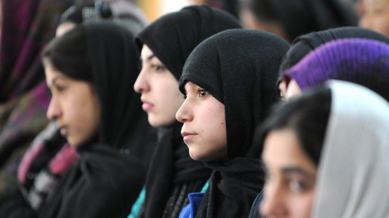 Afgańskie uczennice, źródło: Flickr/ResoluteSupportMedia (ISAF photo by MCC Jason Carter)
