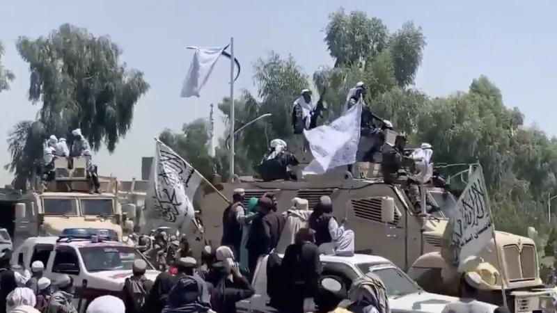 Defilada talibów w Kandaharze, źródło: Twitter/Malang (@MalangKhostay)