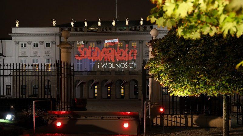 Iluminacja na fasadzie Pałacu Prezydenckiego z okazji 41 rocznicy podpisania porozumień sierpniowych, źródło Marek Borawski KPRP