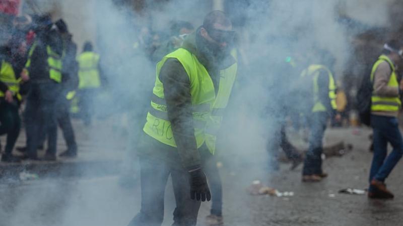 """Jeden z protestów """"żółtych kamizelek"""" w Paryżu, źródło: piqsels/CC0 Public Domain"""
