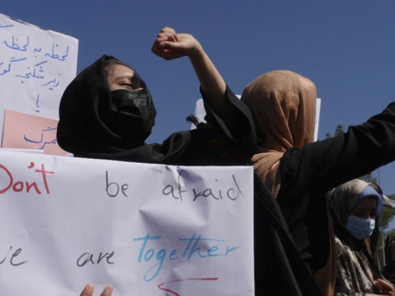 Protest kobiet w Kabulu, źródło: Twitter/Tolo News (@TOLOnews)