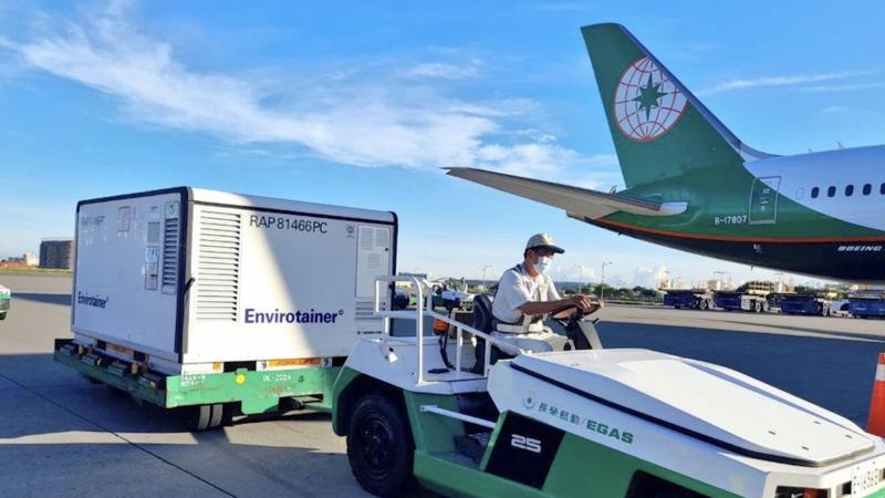 Transport szczepionek na koronawirusa podarowanych przez Polskęna lotnisku w Tajpej, źródło: 外交部 Ministry of Foreign Affairs, ROC (Taiwan)/@MOFA_Taiwan