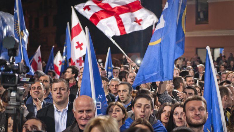 Zwolennicy partii Gruzińskie Marzenie, źródło: Flickr, fot. Marco Fieber (CC BY-NC-ND 2.0)