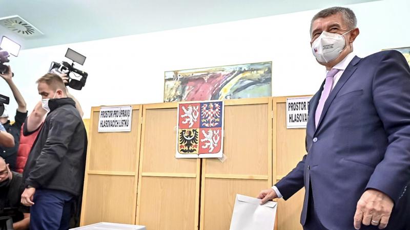 Premier Czech Andrej Babiš oddaje głos w wyborach do Izby Poselskiej, źródło: Facebook/Andrej Babiš (@AndrejBabis)