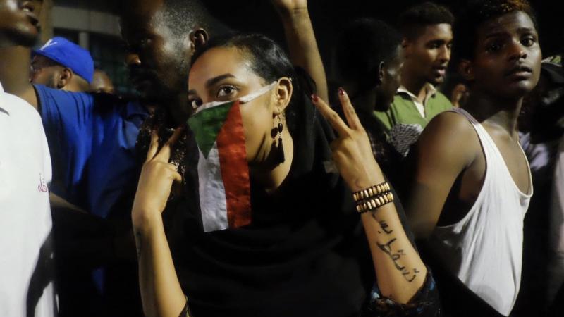 Protest w Chartumie, źródło: Wikipedia, fot. Ola A. Alsheikh (CC BY-SA 4.0)