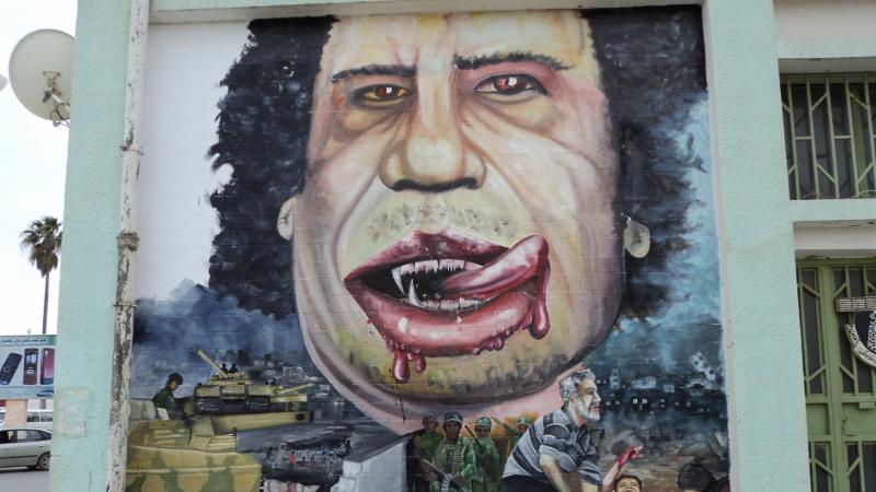 Przedstawiający Kadafiego mural w libijskim mieście Al-Bajda, źródło: Wikipedia, fot. ليبي_صح (CC0 1.0)