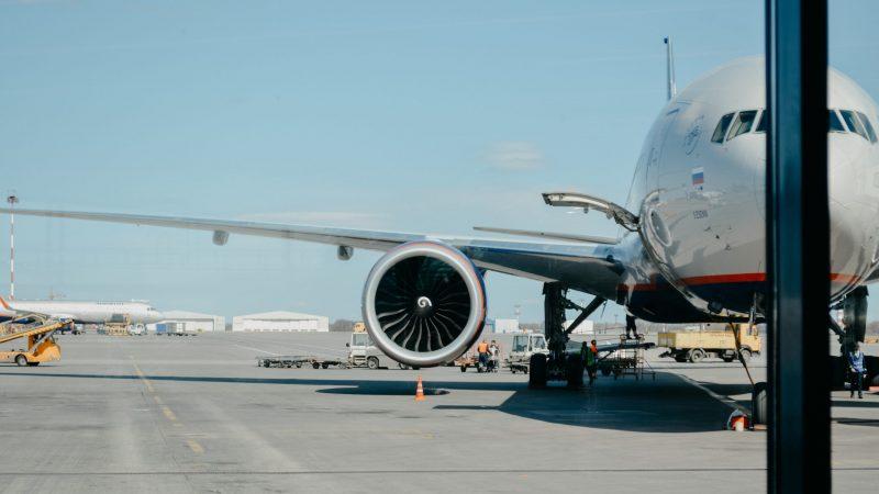 Linie lotnicze zrzeszone w IATA chcą być neutralne klimatycznie do 2050 r. (Photo by Iwan Shimko on Unsplash)