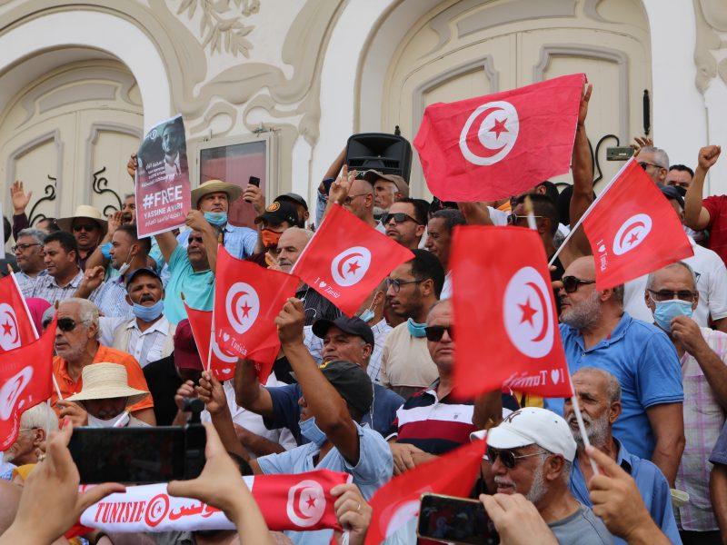 Protest w Tunisie (Photo by sami chouayakh on Unsplash)