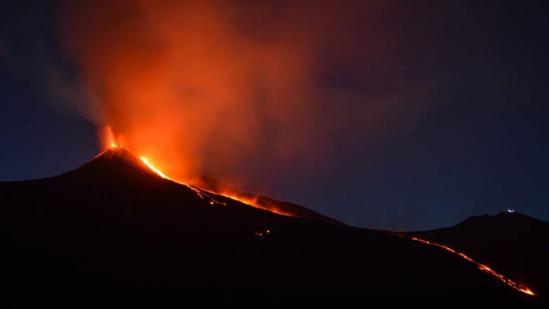 Erupcja wulkanu Cumbre Vieja trwa już ponad dwa tygodnie (Photo by Shawn Appel on Unsplash)