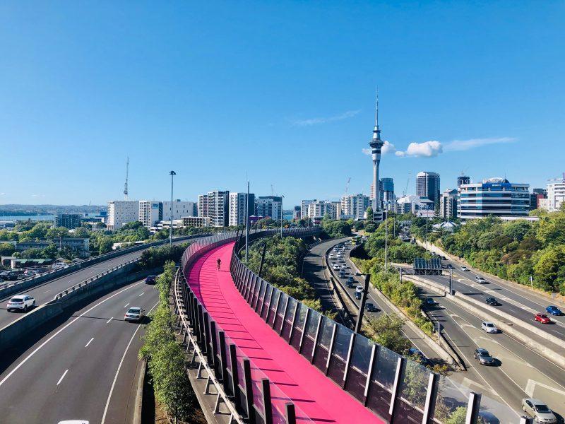 Auckland w Nowej Zelandii kilkakrotnie odczuwało korona wirusowy lockdown (Photo by Thant Zin Oo on Unsplash)